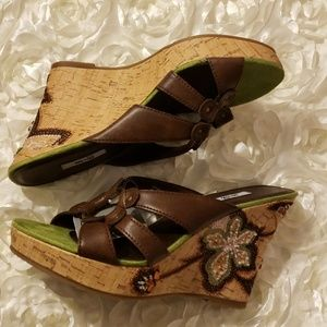 METRO 7 BEADED FLORAL WEDGE SANDALS NWT